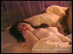 twilightwomen girl- on-girl masturbieren