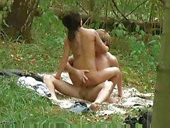 amateur filles nudité en public
