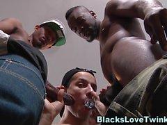 homosexual amateur interracial negro ébano