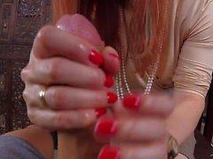 handjobs rosse femdom milfs