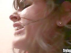 anaali tyttö suihin ruskeaverikkö ensimmäistä kertaa