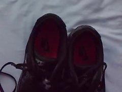 Auf Schuhe meiner Stief-Schwester gespritzt
