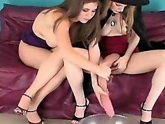 brunette fétiche drôle lesbienne strapon