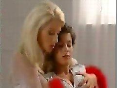 rubia morena celebridad lesbiana