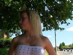 bebê peitos grandes loira fetiche ao ar livre