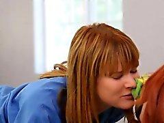blondine lesbisch lecken rotschopf kleine titten