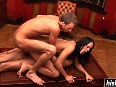 anal pipe brunette éjaculation