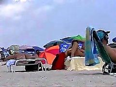amatööri ranta tirkistelijä