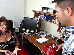 isot tissit ruskeaverikkö hardcore kypsä vuotias nuori