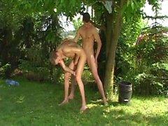 baiser brune minet gay mamelon du public jouer ajustement jock corps brut gros debout bite chienchien