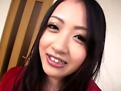 aasialainen tyttö suihin