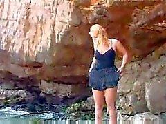 amateur plage gros seins nudité en public