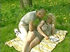bbw peitos grandes nudez em público