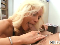 Mature babe is sucking a thick and lengthy male rod