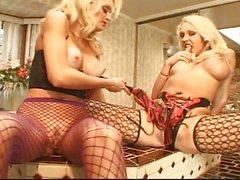 big tits blondine kaukasisch küssen