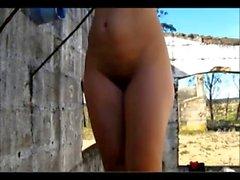filles gros seins nudité en public