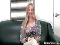 tyttö blondi suihin