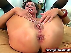 Mature amateur loves anal sex