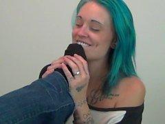 Gucci Girl allows Tattooed Cutie to worship her feet