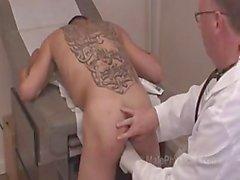 черный врач пациент