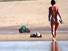 praia ao ar livre nudez em público