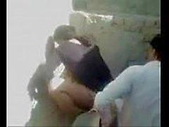 Casal arabe no meio da rua