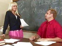 suihin luokkahuone alasti koulutytöt