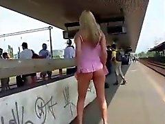 clignotant milfs nudité en public voyeur