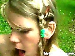 blondin avsugning hardcore utomhus