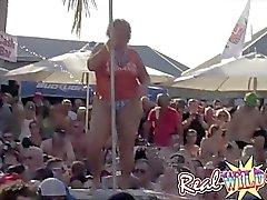 gros seins naturels clignotant nudiste