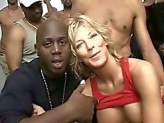 blondes viol collectif milfs
