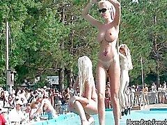 menina de solo público festa