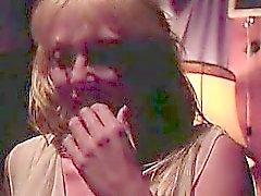 amatööri blondi ruskeaverikkö lesbo