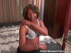 olderwomanfun milf ebony-milf mom ebony-mom