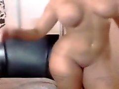 Curvy tattooed chick dancing shaking big ass