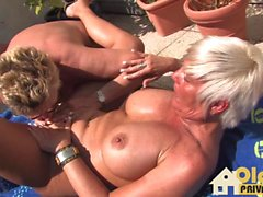 lésbica ao ar livre maduro