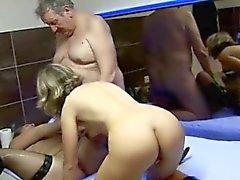 europeo sexo en grupo viejo joven ruso medias