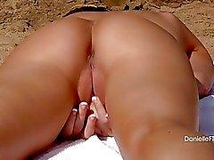 babes plaj büyük memeler