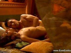 sesso vaginale brunetta baciare