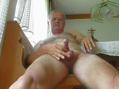 гей человек мастурбирует