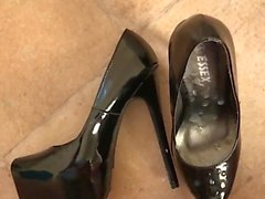 Slo-mo huge cumshot on heels