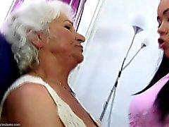 lezbiyenler yaşlı büyükannem genç genç yaşlı