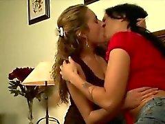 stora bröst blondin brunett lesbisk slicka