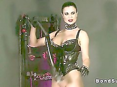 Hot mistress makes slave to cum while his wrists tied up