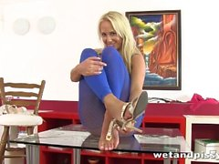 carla cox tschechisch nassund pissy erwachsener spielzeug blonde orgasmus squirting kink carla blondine