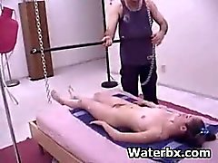 brunette klisteer fetisch masturbatie