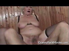 blondine blowjob oma behaart