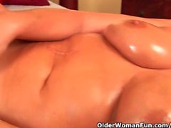 olderwomanfun masturbation solo mama mutter
