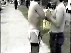 clignotant poilu nudité en public