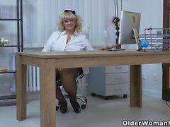 bbw blonde granny hd milf